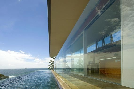 Modern-Beach-House-with-Breathtaking-Outside-View-1